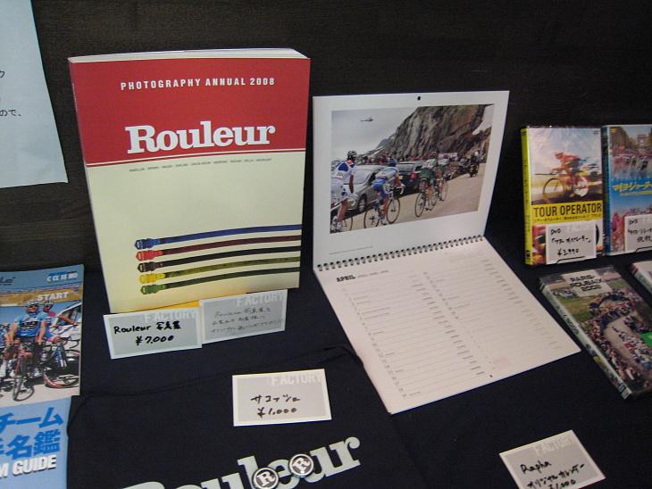 会場ではRouler Magazineの展示即売もある。どの写真もロードレースの本質を捉えた美しい写真ばかりだ