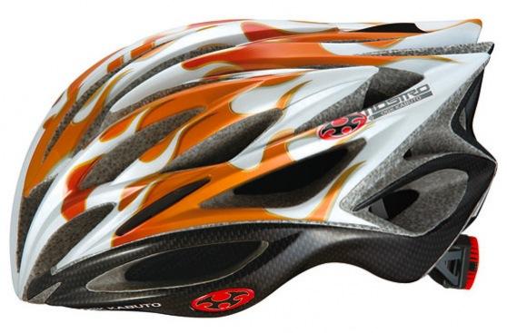 各色240個限定販売のOGK KABUTO モストロ・フレア(写真はオレンジカーボンカラー)