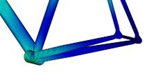 左ペダルを踏み込んだときには、右のペダリング時と比べて、フレームに加重が掛かっていない(青色の部分)