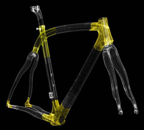 複数のチューブがつながるシートチューブ接合部分や、ヘッド・BB周辺なども、EPSテクノロジーによって滑らかな内部構造となっている