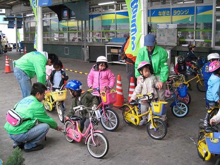 子供の自転車試乗会もあり ...