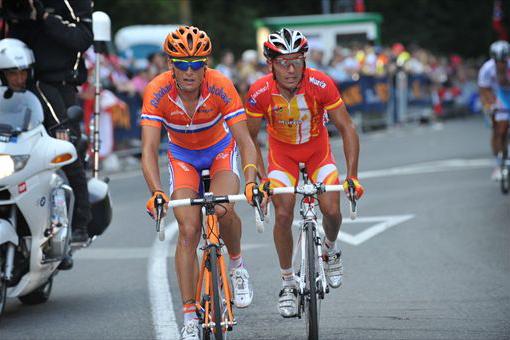 最終周回のアックア・フレスカで飛び出したジョニー・フーガーランド(オランダ)とホアキン・ロドリゲス(スペイン)