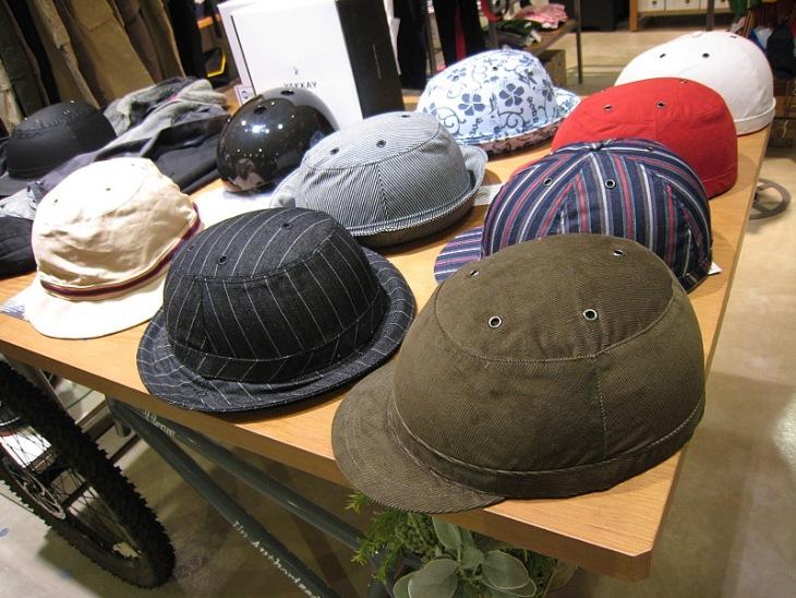 帽子のようなYakkay(ヤッカイ)のヘルメット