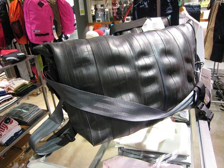 古自転車タイヤを再生して作ったバッグ