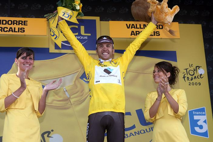 ツール・ド・フランス2009第7ステージの表彰台で喜びを爆発させるリナルド・ノチェンティーニ