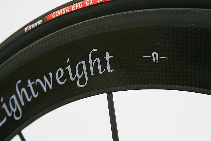 ライトウェイト OBERMAYER GIIIのリム部。内蔵されたマグネットの位置を示すマークがある