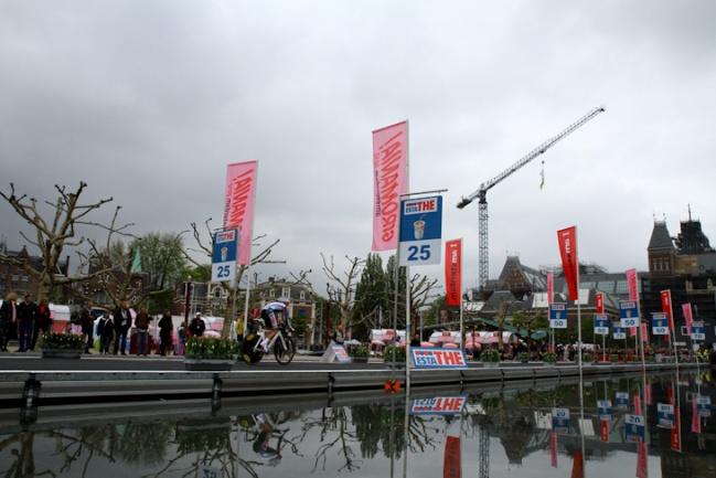 ゴッホ美術館や国立博物館に囲まれたミュージアム広場をスタート: photo:Kei Tsuji