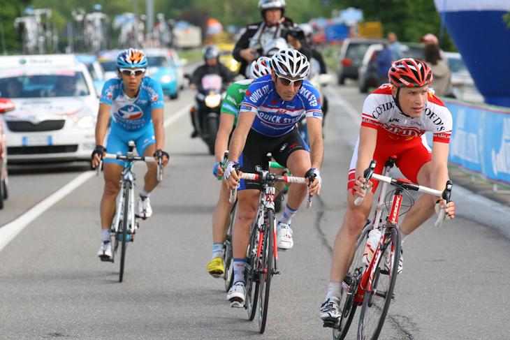 ノーヴィ・リグーレの周回コースに入った新城幸也(日本、Bboxブイグテレコム)ら4名