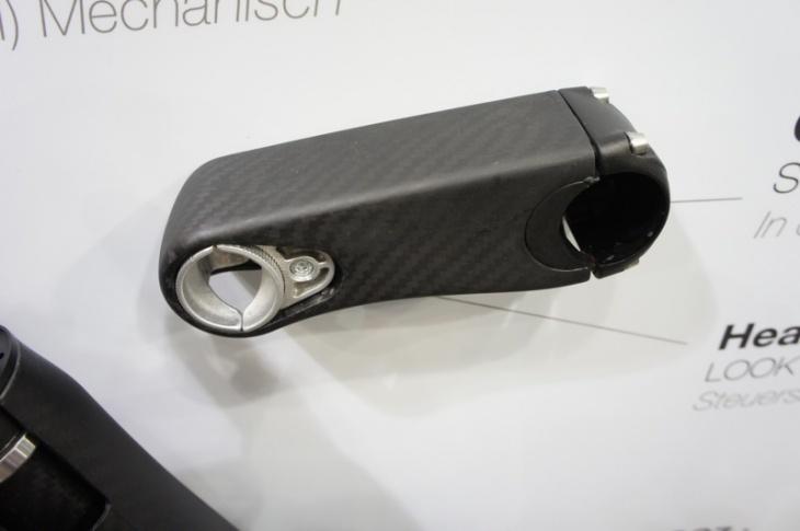 C-ステムは内蔵のシムにより、長さを10mm、角度を-9°から+13の三段階に変更可能