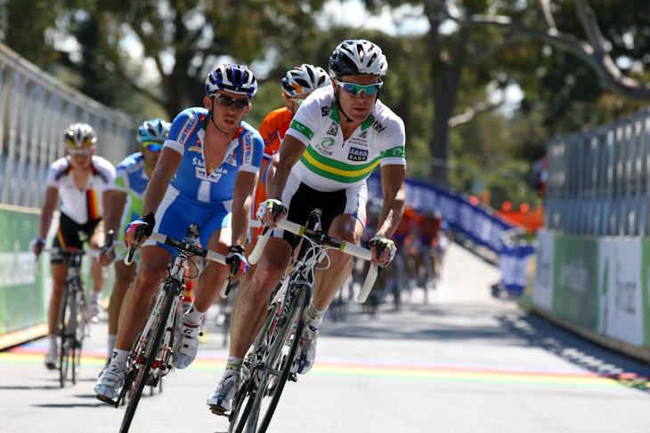 スチュアート・オグレディ(オーストラリア)やフランチェスコ・ガヴァッツィ(イタリア)を含む30名ほどが先行