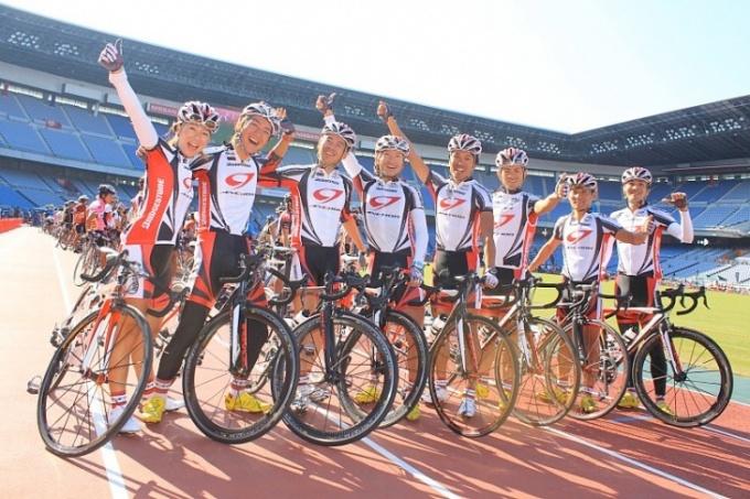 チームアンカーの選手たちが参加者をサポート