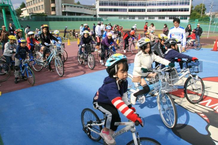 ウィーラースクールジャパンはベルギーからやってきた子どもの自転車教室