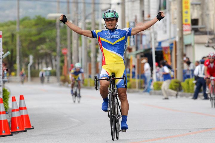 市民210km 岩島啓太(なるしまフレンドレーシングチーム)が優勝、小畑郁(なるしまフレンドレーシングチーム)は2位に: photo:Hideaki.TAKAGI