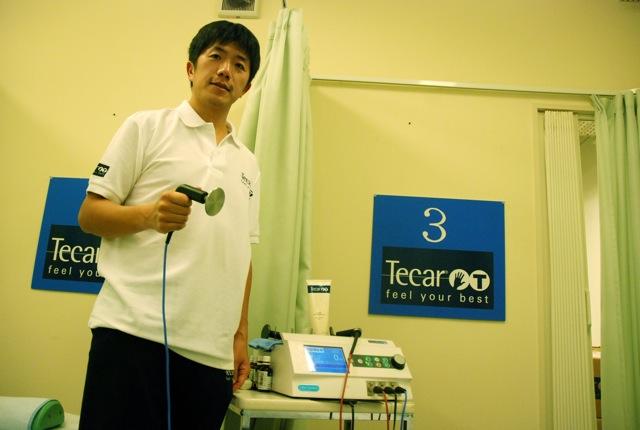 中野さんからテカールセラピーを実際に施術していただいた