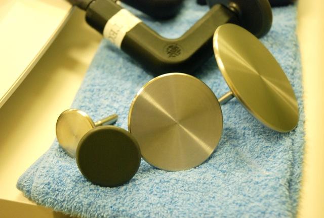 エレクトロードは用途や使用範囲によって様々な大きさのアタッチメントが用意されている