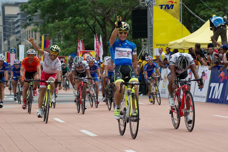 スプリント3勝目を飾ったアンドレア・グアルディーニ(イタリア、ファルネーゼヴィーニ・ネーリ)