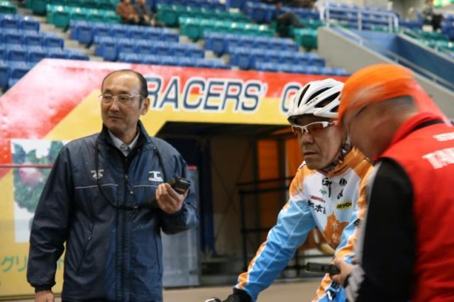 自らタイムウォッチを握り、スタッフとして動く滝沢社長。こういう方だから、実現したイベントだ