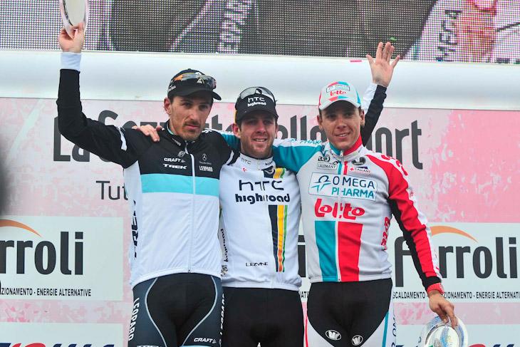 表彰台、左から2位ファビアン・カンチェラーラ(スイス、レオパード・トレック)、優勝マシュー・ゴス(オーストラリア、HTC・ハイロード)、3位フィリップ・ジルベール(ベルギー、オメガファーマ・ロット)
