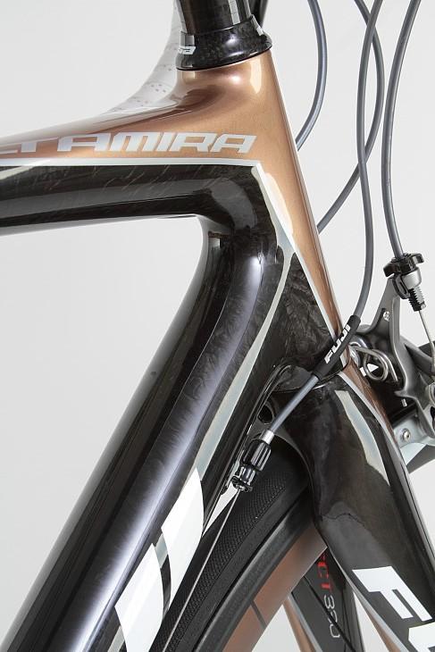 フジ ALTAMIRA1.0 グランツール設計の超軽量ハイコストパフォーマンスバイク