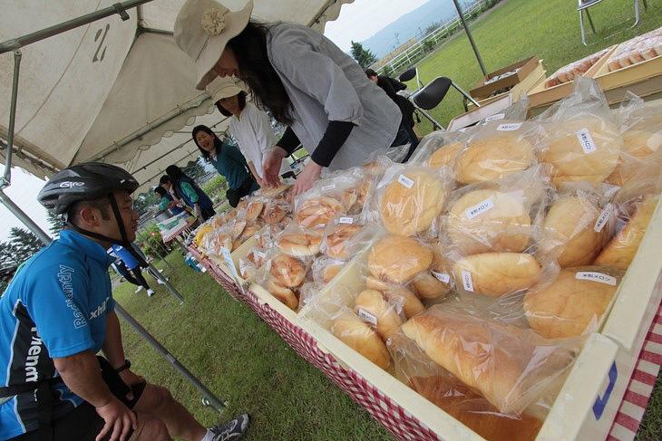 たくさんの種類のパンに、思わず目移りしてしまう