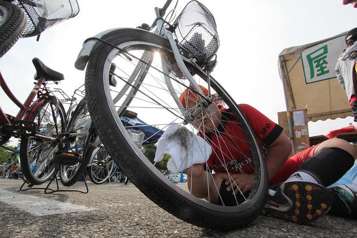 被災地へ送られる自転車は、現地への思いを込めて丁寧に磨かれた