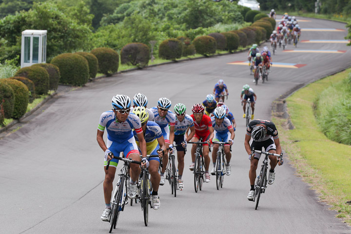 シマノ鈴木譲がついに初勝利 愛三の鈴木謙一は届かず2位に