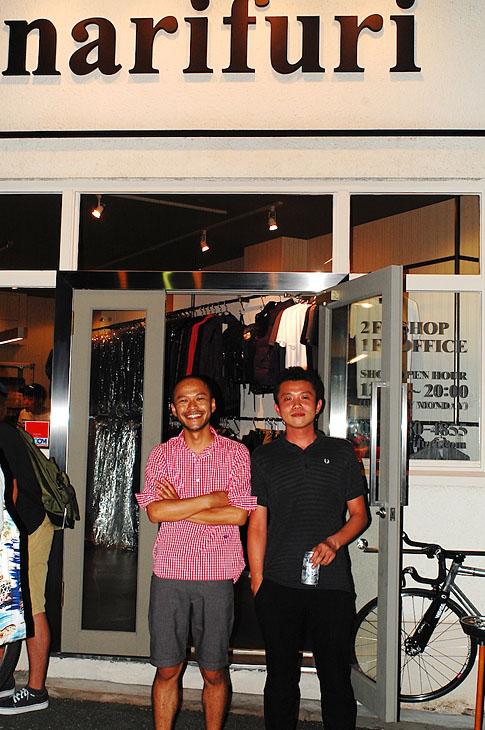 ショップオープンで、ほろ酔い気分のナリフリのプロデューサー陣を撮影。小林一将氏(左)と、市村公人氏(左)