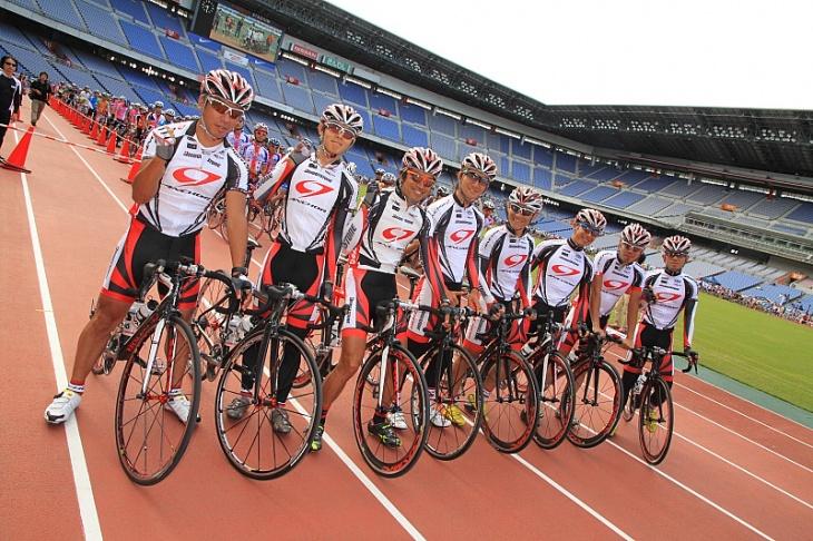 チームブリヂストンアンカーの選手たちが参加者をサポートしてくれる