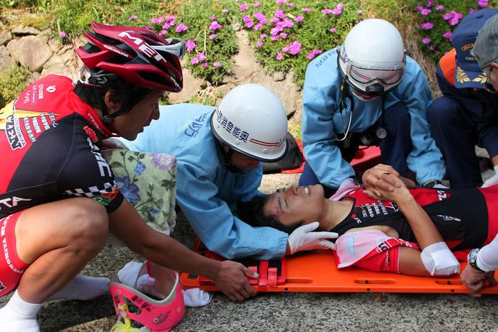 Jプロツアー2011最終戦・輪島でリーダージャージを着たまま、無念の落車リタイヤを喫した増田