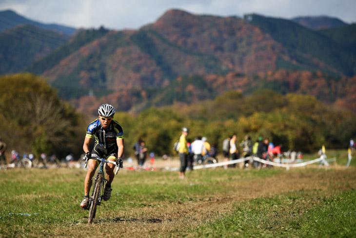 C1 1周目完了の時点で後続を見えない距離にまで引き離した竹之内悠(Team Eurasia-Fondriest bikes)