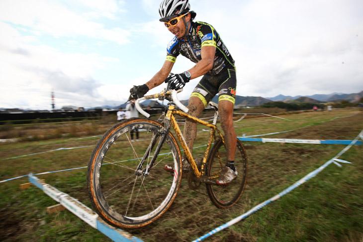 C1 連続ステップをクリアする竹之内悠(Team Eurasia-Fondriest bikes)