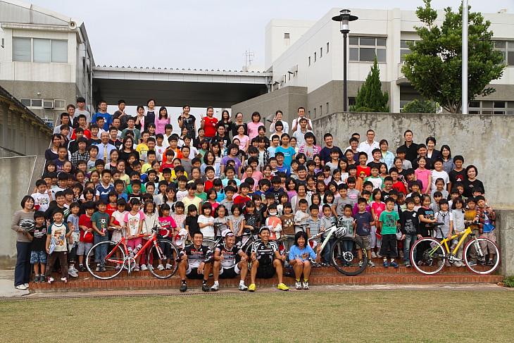 台中日本人学校の子供たちと