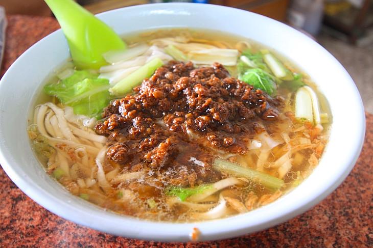 台湾でポピュラーな牛肉麺 どこで食べても美味しいです