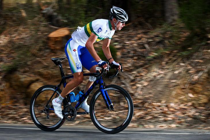 大きなタイム差を得て独走を続けるウィリアム・クラーク(オーストラリア、UniSAオーストラリア)