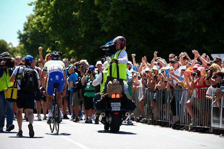 ウィリアム・クラーク(オーストラリア、UniSAオーストラリア)の勝利に沿道が沸く