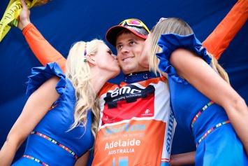 リーダージャージに袖を通したマルティン・コーラー(スイス、BMCレーシングチーム): photo:Kei Tsuji