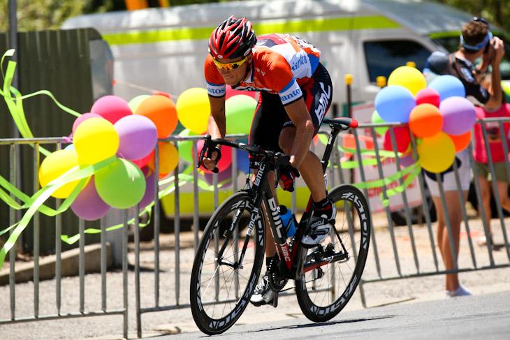 リーダージャージを着て走るマルティン・コーラー(スイス、BMCレーシングチーム)