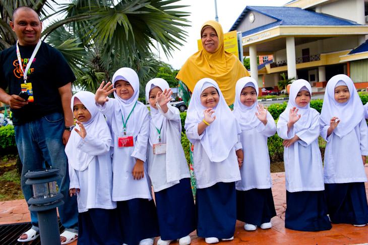 小さなイスラム教徒の女の子たち