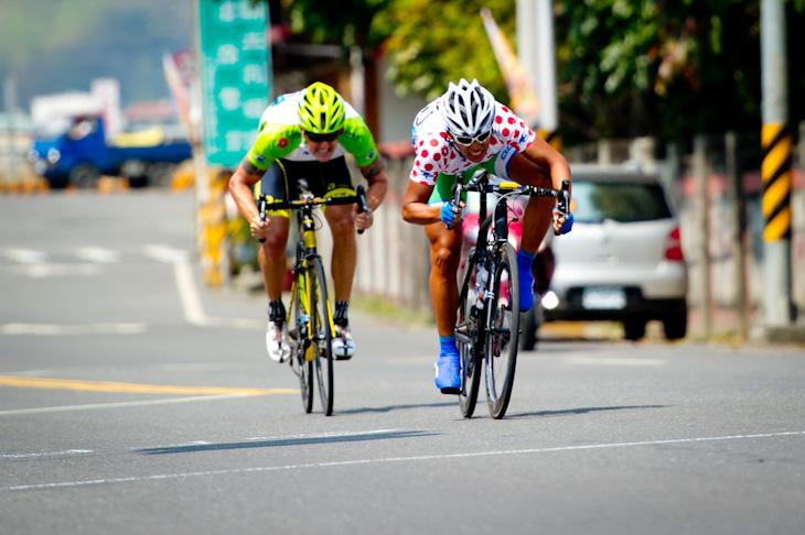 ホットスポットで着順を競うフェン・チュンカイ(台湾、アクション)とロジャース・リー(イギリス、RTSレーシング)
