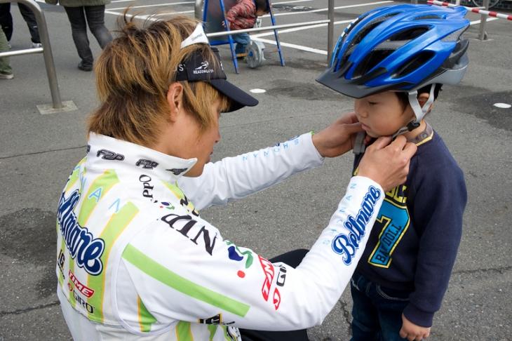 ヘルメットの正しい着用方法も優しくレクチャー