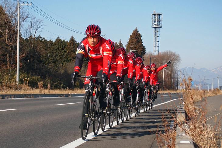 復帰後最初のチームキャンプで先頭を引く増田(2012年1月)