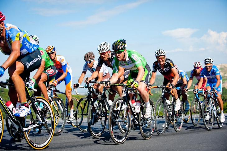 集団前方で走るポイント賞ジャージのマシュー・ゴス(オーストラリア、グリーンエッジ)