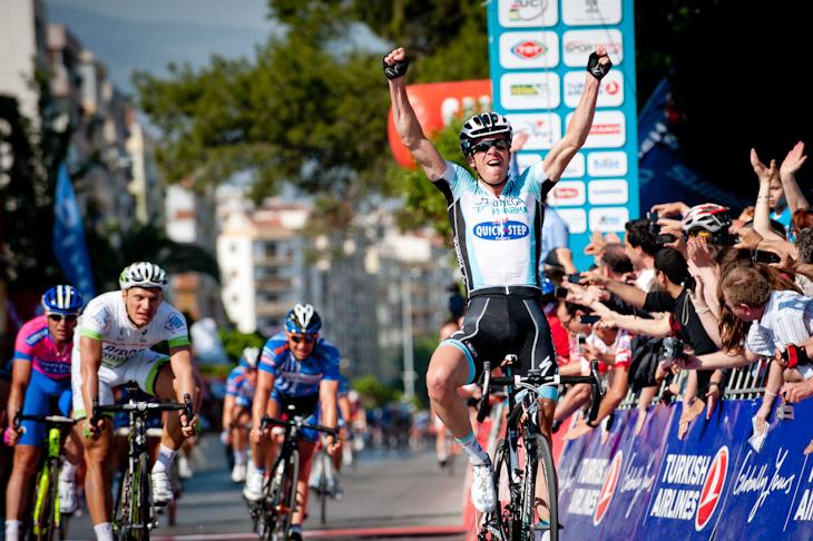 積極的にレースを動かしてステージ優勝を飾ったイーリョ・ケイセ(ベルギー、オメガファーマ・クイックステップ)