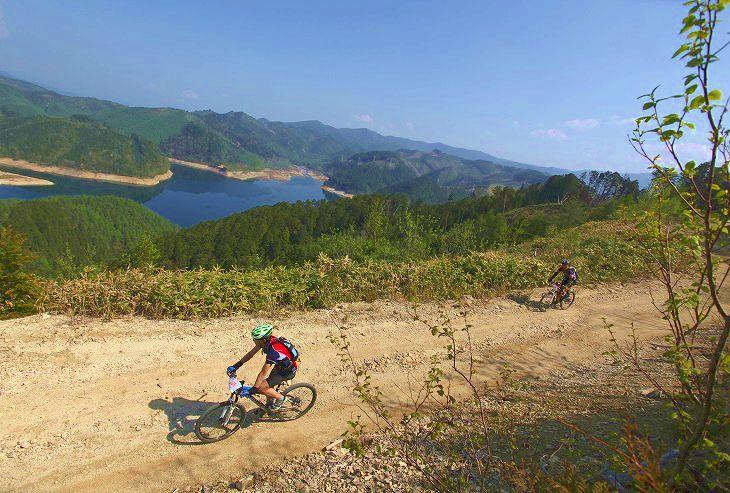 マウンテンバイク耐久レースでは、水が確保できるなら粉末を携行すれば良いだろう(SDA王滝100kmより)