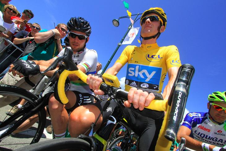 2012年のツール・ド・フランスでは、DURA-ACE 電動変速システム Di2を使用するブラドレー・ウィギンズ(イギリス、チームスカイ)が個人総合優勝に輝いた