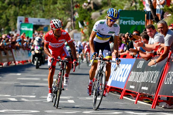 3級山岳ミラドール・デ・エサロで先行するホアキン・ロドリゲス(スペイン、カチューシャ)とアルベルト・コンタドール(スペイン、サクソバンク・ティンコフバンク)