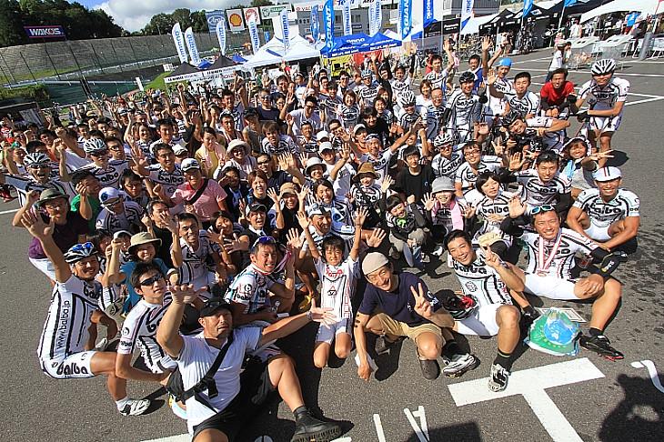 バルバレーシングは200名の大所帯で参加。圧巻です!