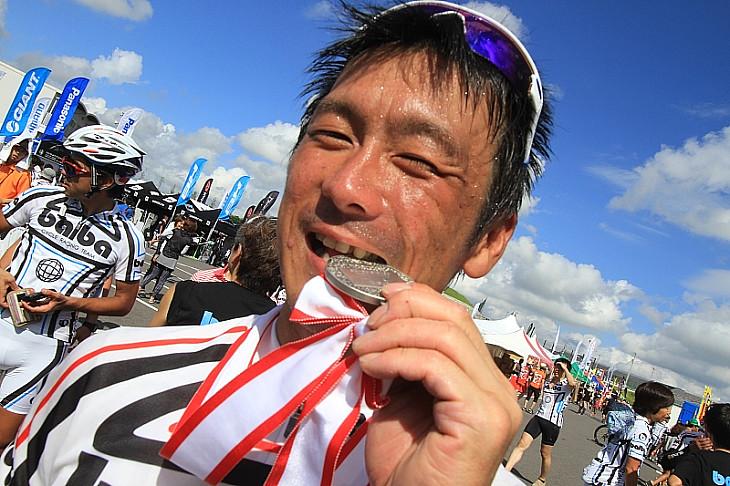 入賞してメダルをカリッ!