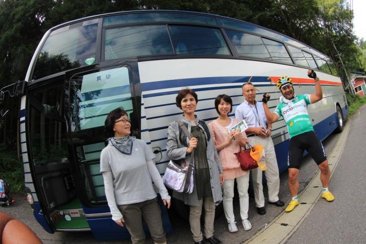今大会の応援ツアーは大型バスで伴走できる。