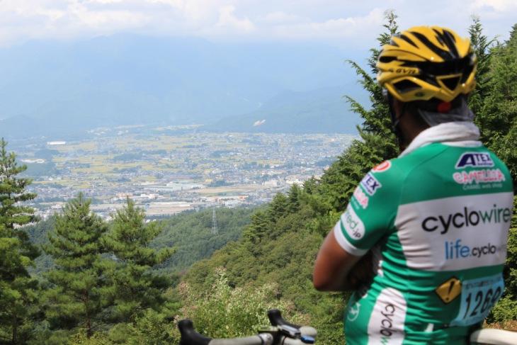 山頂から見下ろす景色は素晴らしいの一言に尽きます。